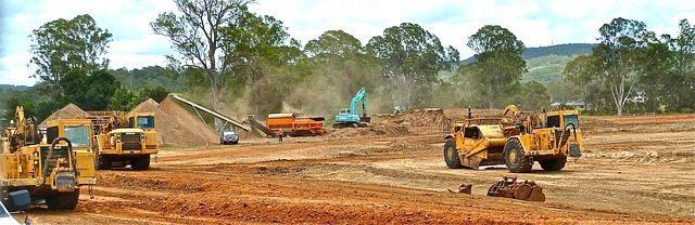 bulldozer-410119_640